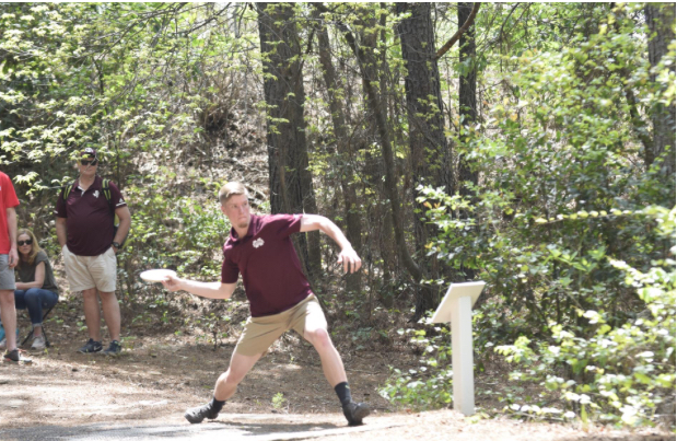 Mississippi State builds on its disc golf lead